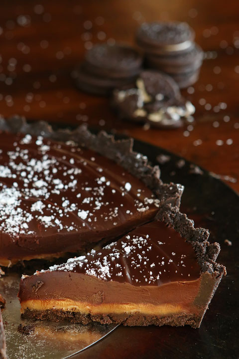Dark-Chocolate-Salted-Caramel-Oreo-Pie-Recipe-16.jpg