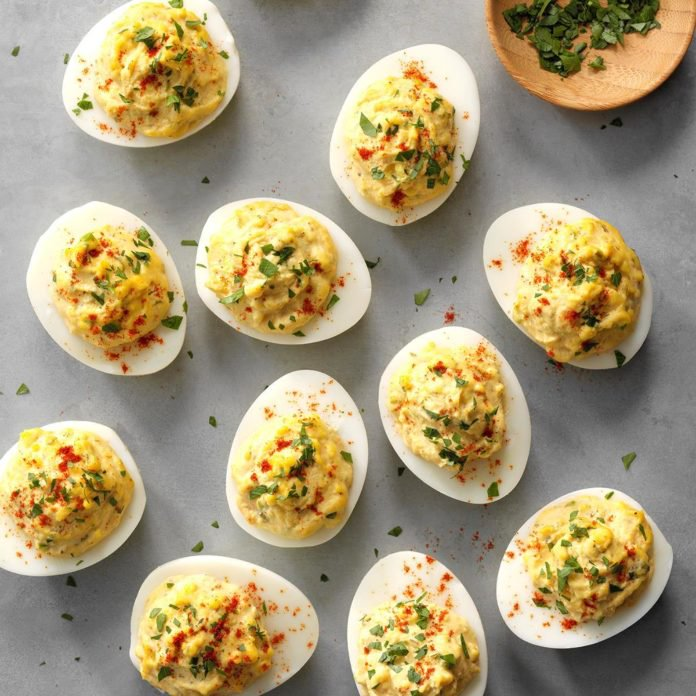 Best-Deviled-Eggs_EXPS_GHBZ18_2043_E08_08_7b-1-696x696.jpg