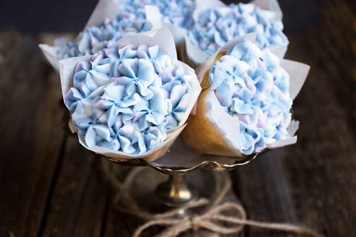 hydrangea-cupcakes-2.jpg